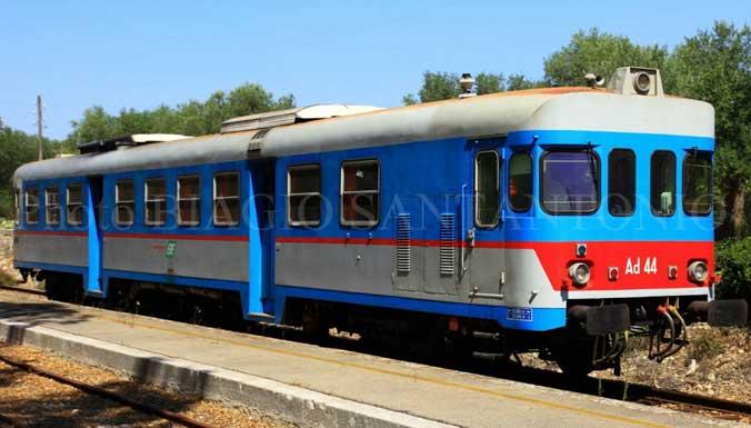 Il treno che viaggiava tra Sammichele e Casamassima è stato bloccato per cavi tranciati