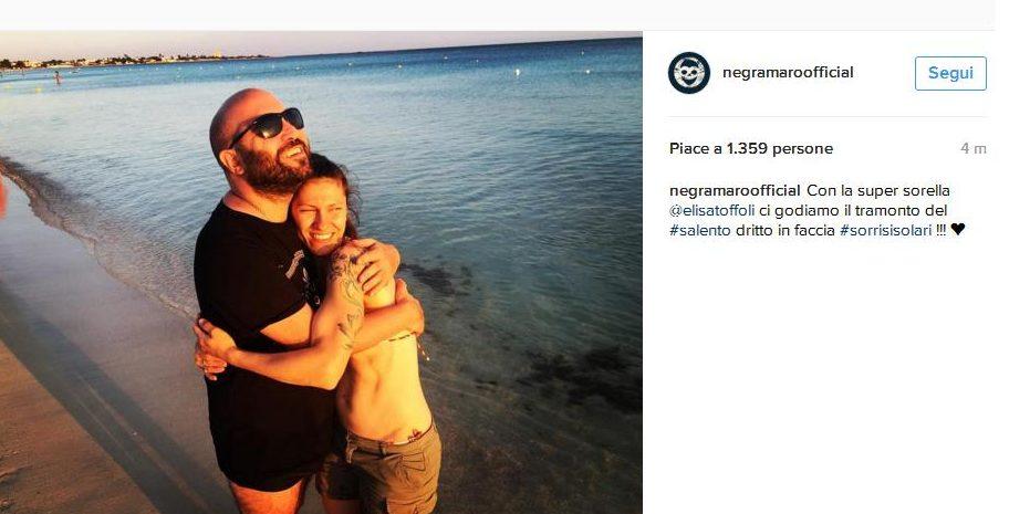 La cantante Elisa a Porto Cesareo con Giuliano Sangiorgi, stregata dal Salento