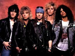 Guns N' Roses choc, la dogana li ferma per un controllo e trova armi