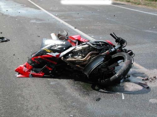 Terribile incidente a Gallipoli, muore un motociclista fermo al semaforo, un'Audi gli piomba addosso