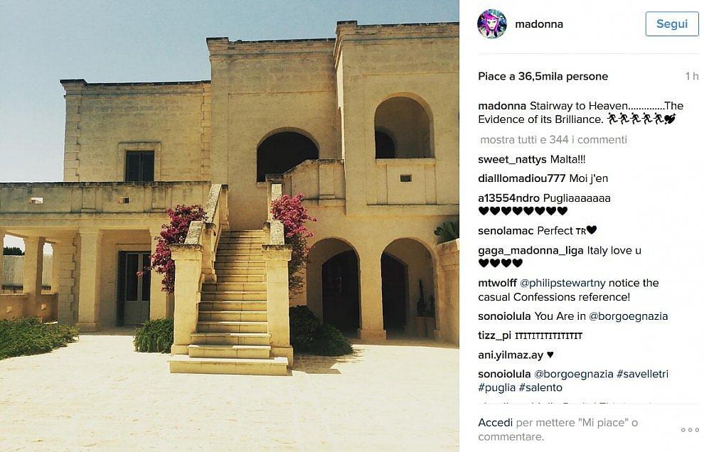 La rockstar Madonna in Puglia. Sedotta dalla bellezza della masseria posta foto su Instagram. .
