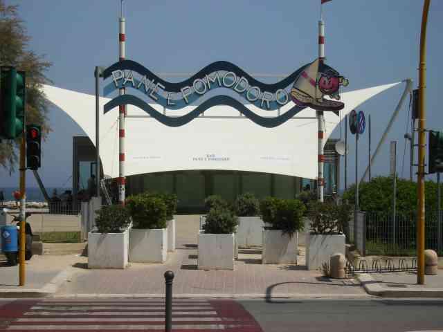 Bari, da domani a Pane e Pomodoro si gioca a beach soccer, beach volley e si fa acquagym. Gratis le attività