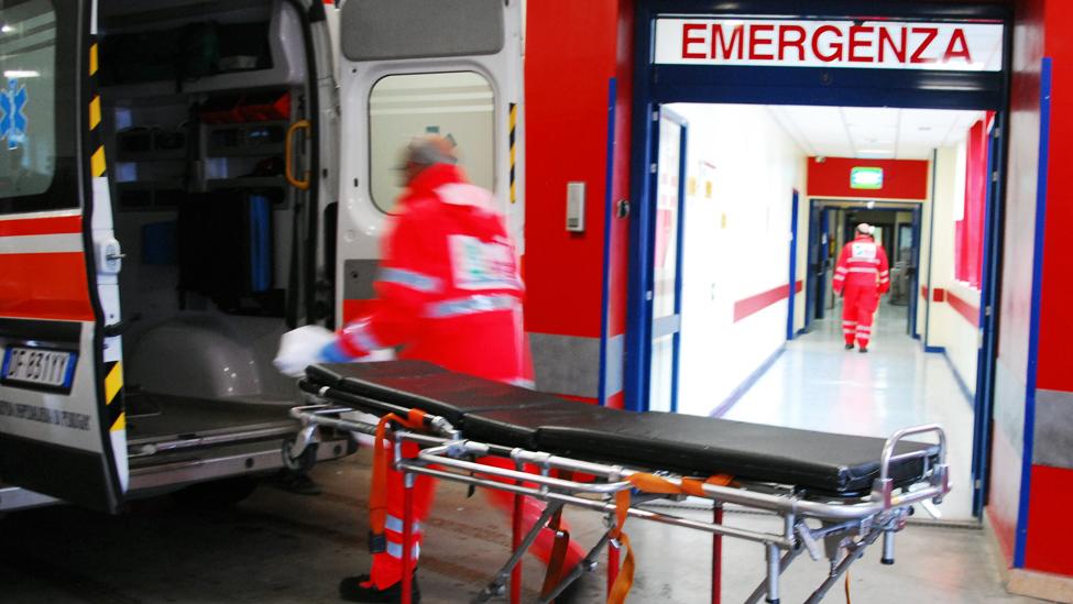 Statale 100 spaventoso incidente nei pressi di Casamassima ricoverato in prognosi riservata 17enne intrappolato nelle lamiere di un furgone