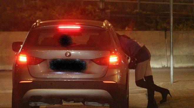Barletta, donna nascosta in un armadio per non prostituirsi, sfruttatore arrestato