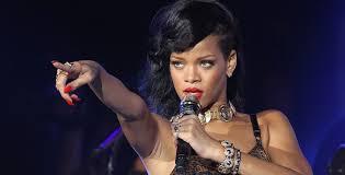 Rihanna, tappa a San Siro ma i fan le urlano: «Restituisci i soldi del biglietto, esibizione oscena »