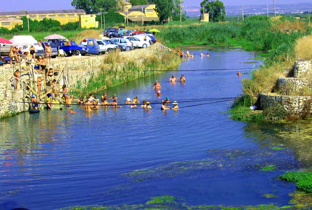 A Taranto, vicino l'Ilva scorre il fiume Tara la cui acqua si crede sia in grado di curare miracolosamente