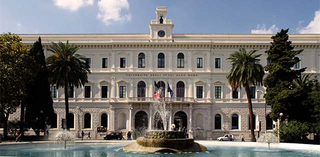 L'Università di Bari perde studenti. Uricchio taglia i costi di iscrizione e abolisce il numero chiuso