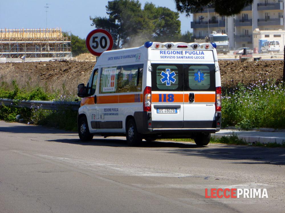 Terribile incidente a Lecce: sulla strada Casarano-Ugento uno scooter va a finire contro un albero, morto il conducente