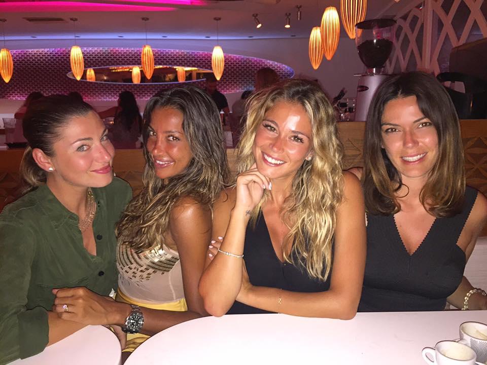 Diletta Leotta posta una foto da Mykonos con tre stupende amiche, i fan apprezzano