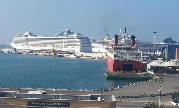 Terrore a Bari, scoperti due borsoni nei pressi del porto
