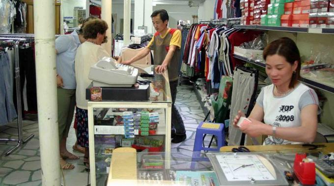 """Bari, crisi anche per i commercianti cinesi, i proprietari dei locali """" danno anche per noi, sono gli inquilini più puntuali"""""""