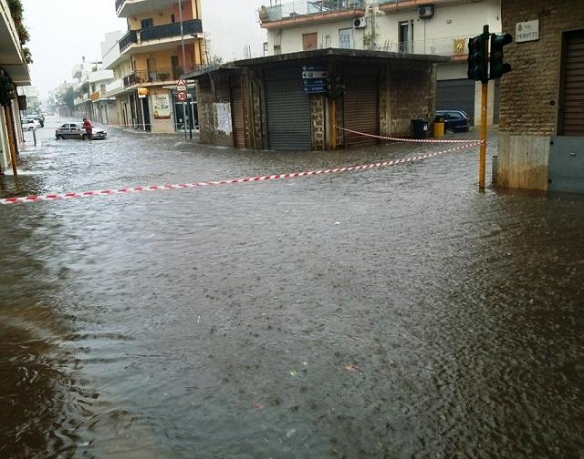 Nubifragio e bombe d'acqua in provincia di Bari, a Grumo chicchi di grandine come uova a Noicattaro situazione drammatica