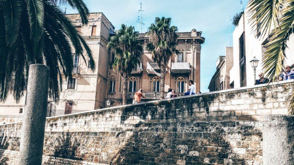 A Bari la Muraglia cade a pezzi per l'inerzia del comune provocando grosso pericolo per i passanti
