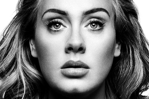 """Durante il concerto, Adele è invitata da due ragazzi gay al loro matrimonio, """"Accetto volentieri"""""""
