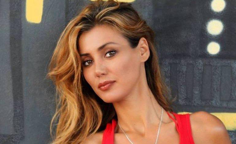 """Daniela Martani nella bufera, """"Sono sana e me la godo…"""", il web la massacra"""