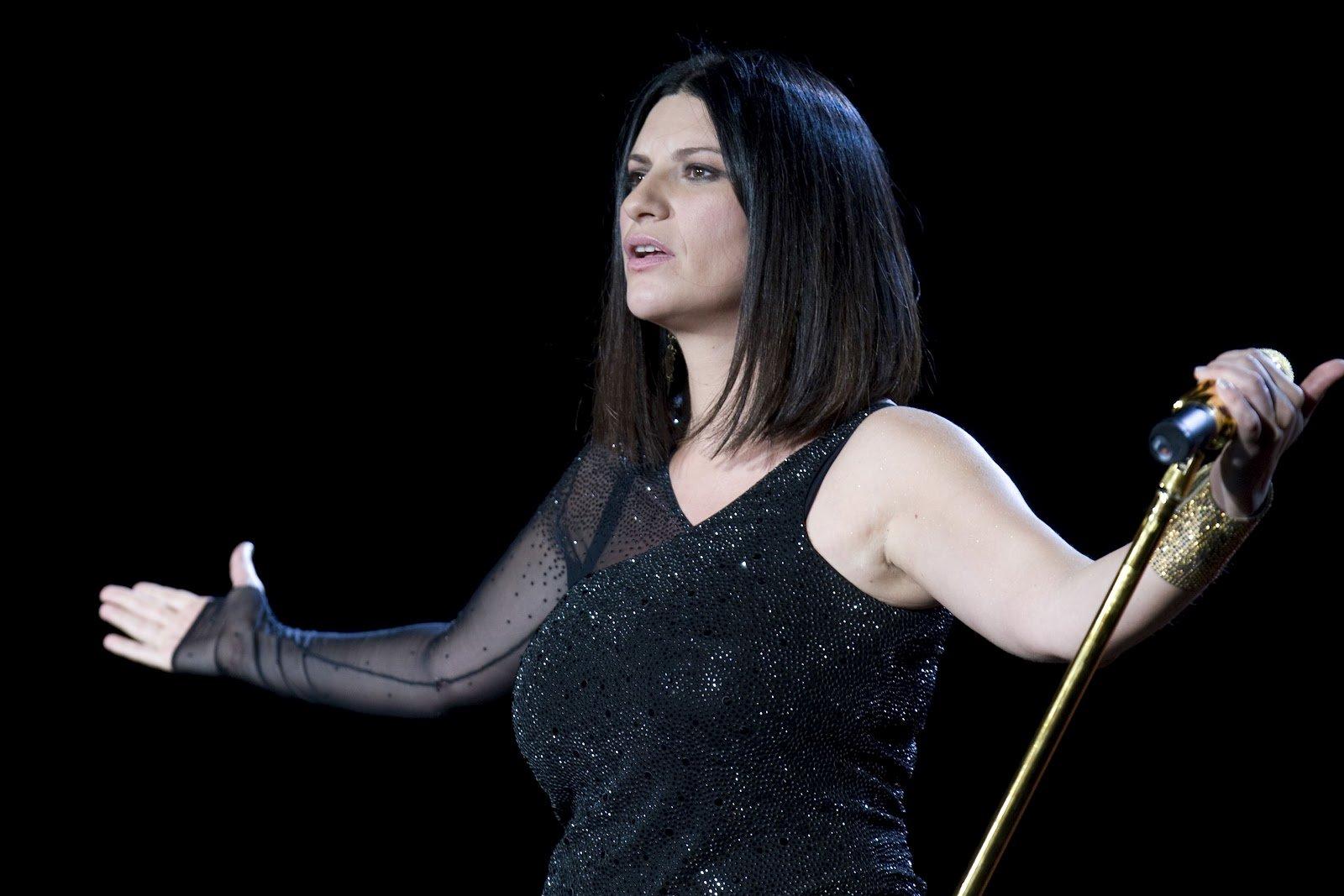 """Dramma per Laura Pausini devastata dal dolore per la morte """"della stella più grande del Messico"""""""