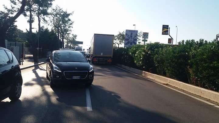 Bari attimi di terrore, un tir imbocca contromano la trafficatissima via Napoli, fermato conducente