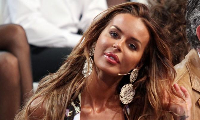Gli auguri di Nina Moric a Selvaggia Lucarelli diventano un caso, l'amaro sfogo della modella croata