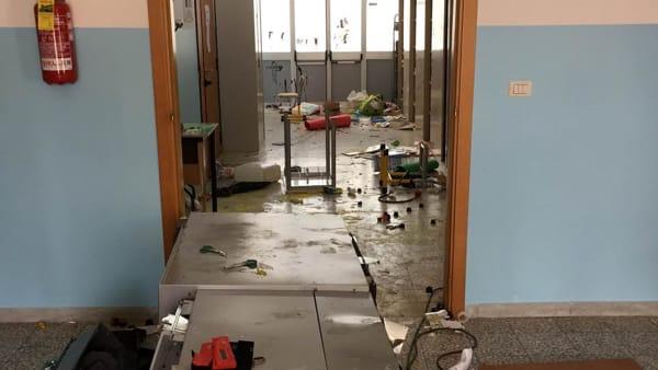 Scuola vandalizzata-2