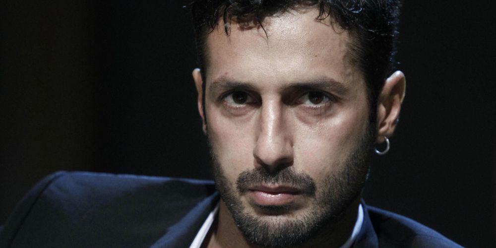 Fabrizio Corona schock, esplode bomba carta sotto casa sua, la polizia indaga