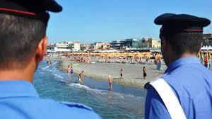 """A Bari sulla spiaggia """"Pane e Pomodoro un sorvegliato speciale senza permesso prendeva il sole: arrestato"""