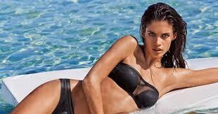 """Sara Sampaio la bellissima modella portoghese protagonista  di Victoria's Secret attacca i paparazzi """"Mi sento violentata"""""""