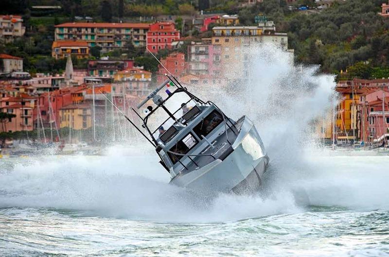 Tragedia sfiorata a Punta Rossa, imbarcazione lancia SOS, a bordo una donna in attesa, interviene la Guardia Costiera