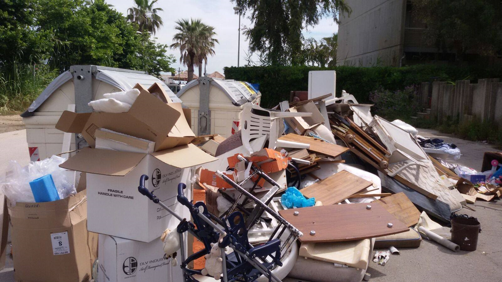 Bari sommersa dai rifiuti: è emergenza