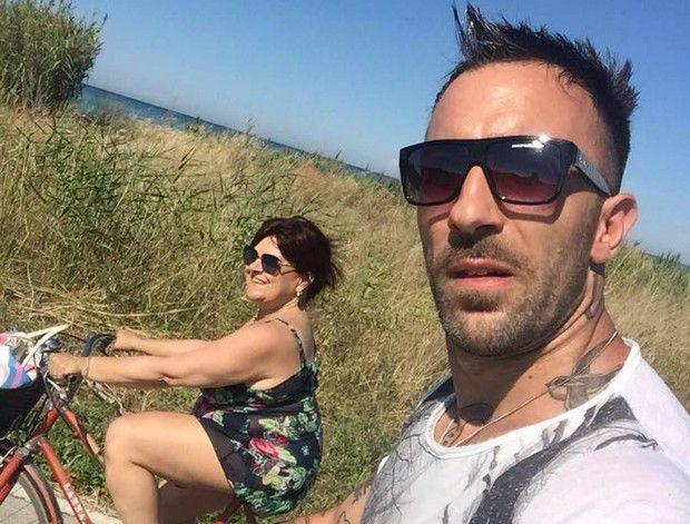 Stefania Pezzopane dopo la polemica per il selfie del fidanzato Simone tra le macerie del terremoto, da la sua versione