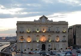 A Taranto un uomo è entrato in chiesa, ha preso a botte il prete e gli ha portato via il portafogli