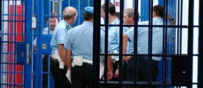 A Bari un ragazzo prende a botte la mamma, intervengono i carabinieri.