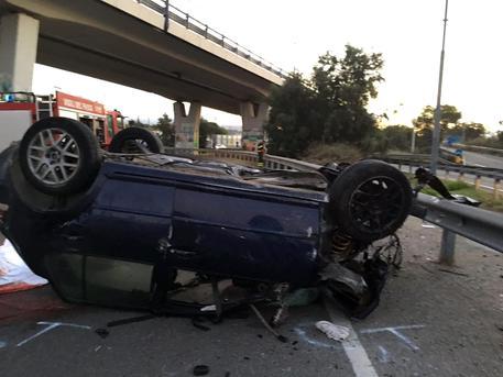 Cagliari, terribile schianto all'alba, un'auto si è ribaltata più volte, tre sono i ragazzi morti, due sono i feriti di cui uno in coma