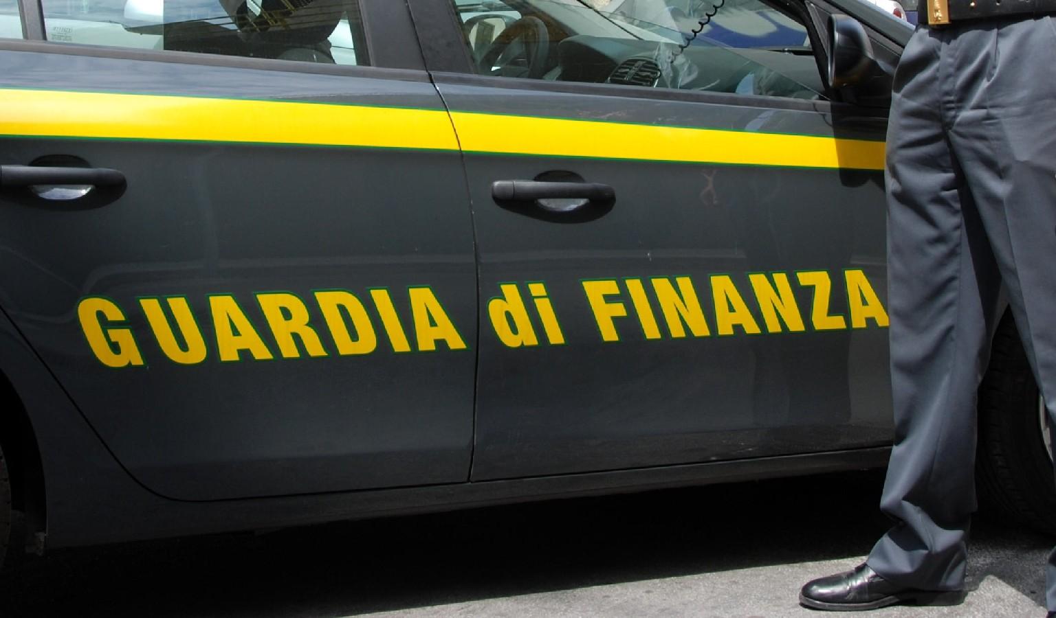 """Guardia di Finanza, sequestrato caseificio nel Barese, """"riconducibile"""" ad uomo del clan Parisi"""