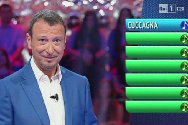 """Colossale gaffe a Reazione a Catena, per indovinare la parola collo un giocatore fa la seguente domanda """"Che cosa non ha Maurizio Costanzo?"""""""