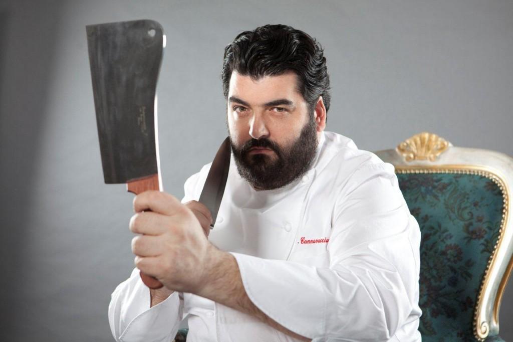 Lo Chef Cannavacciuolo sfida Rovazzi a picchiarlo, cosa succede dopo. Video girato da Fedez
