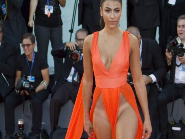 Giulia Salemi dopo lo spacco vertiginoso al festival di Venezia si difende sto cercando di costruirmi una carriera, non ho ucciso nessuno