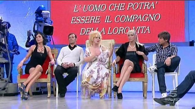Maria De Filippi ha preso una decisione che non piacerà ai quattro tronisti, la reazione dei diretti interessati