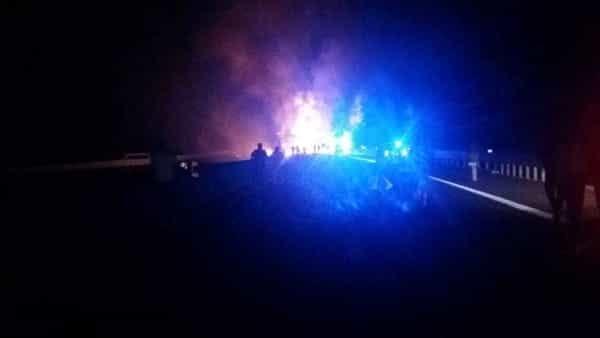 Inferno di fiamme sull'Autostrada Napoli-Bari, autocisterna diretta a Taranto è esplosa
