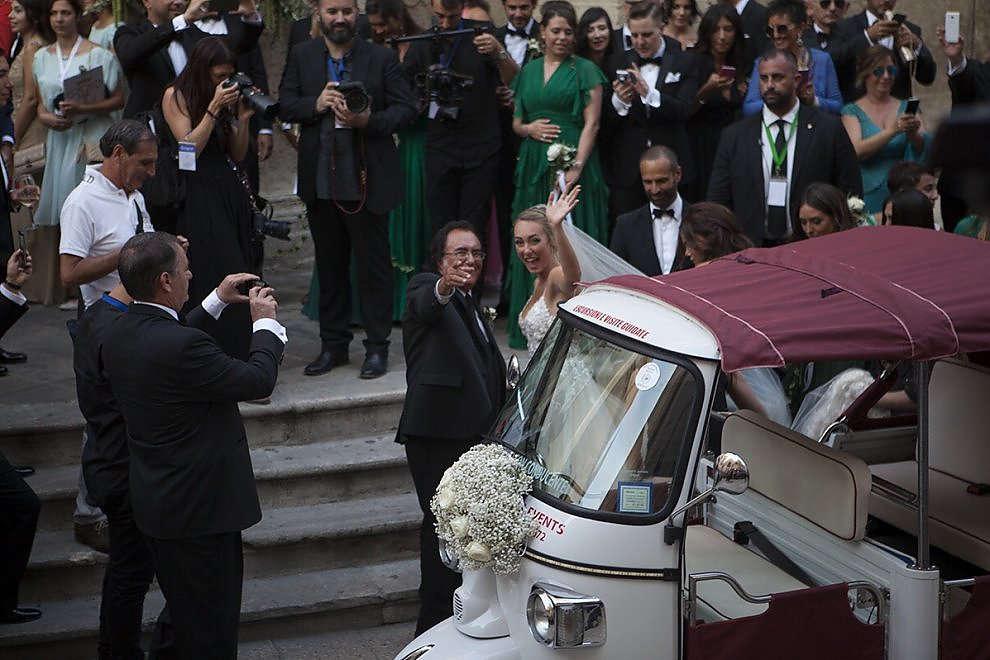 Cristel Carrisi matrimonio da favola, 500 vip invitati,Lecce bloccata e la sposa arriva su un tre ruote