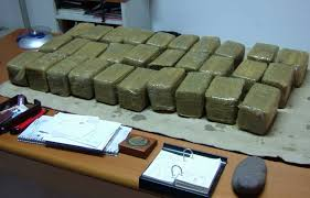 A Bari 50 kg di droga in un appartamento, in carcere due persone