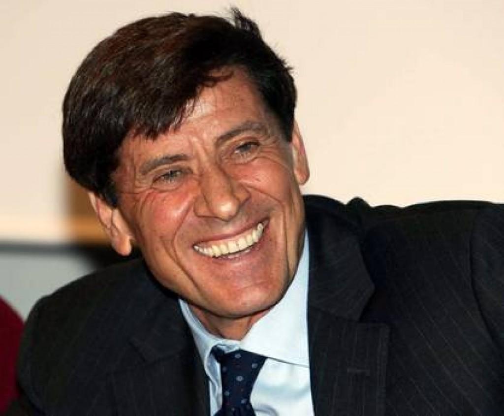 """Gianni Morandi posta una foto  e il web si rivolta, """"Vergognati!"""""""