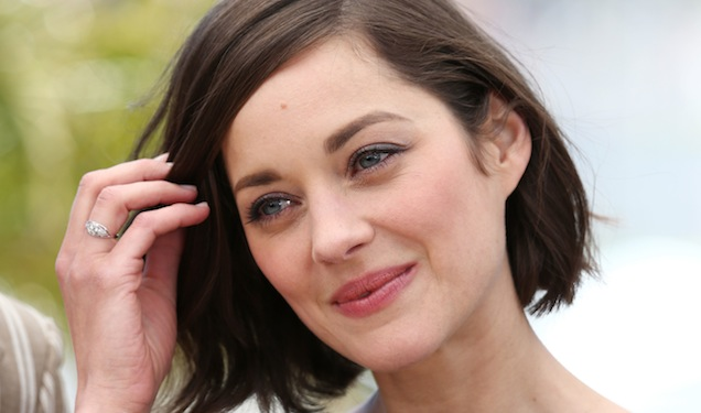 Clamoroso Brad Pitt, svelato il motivo della separazione con Angelina Jolie la tradiva con una misteriosa giovane attrice
