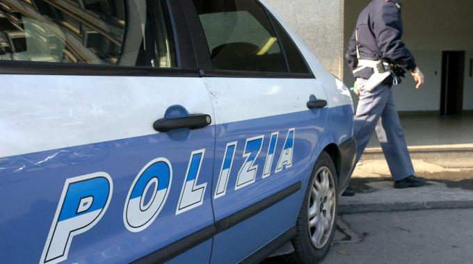 Incidente stradale a Bari in Via Napoli, un tir impatta un'auto