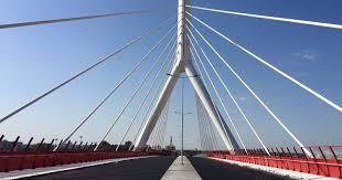 """Bari, sul ponte """"senza nome"""", scontro frontale tra due auto"""
