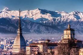 Brindisi choc, un ragazzo vola dal quinto piano a Torino, forse si è suicidato