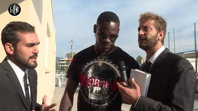 Le Iene volano a Nizza e regalano un bel bidet ad un famoso calciatore