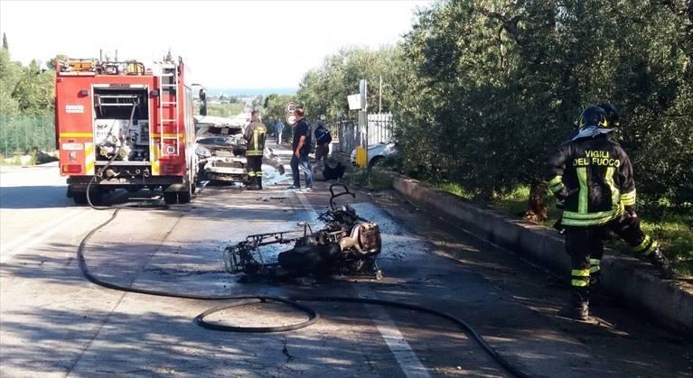 Trani –Corato sulla provinciale terrificante incidente, per l'impatto prende fuoco una moto, gravissimo il centauro