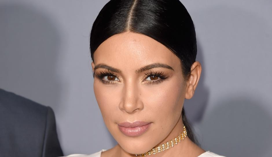 Kim Kardashian notte di terrore, due uomini armati nella sua stanza la legano e chiudono in bagno