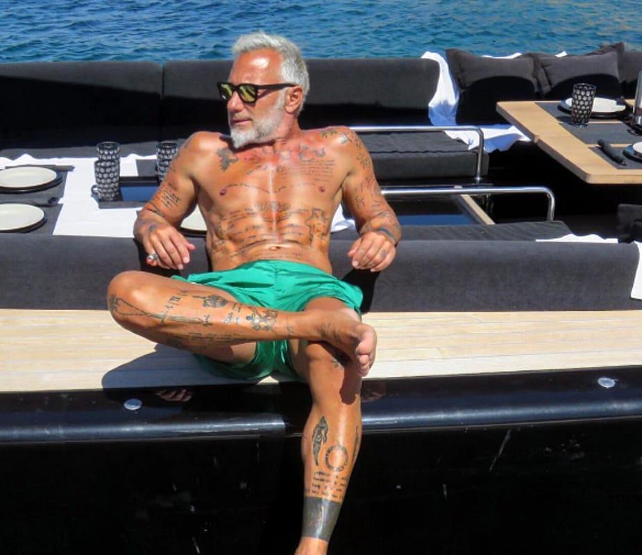 Gianluca Vacchi risponde a Rocco Siffredi con un balletto in mutande e tacchi a spillo