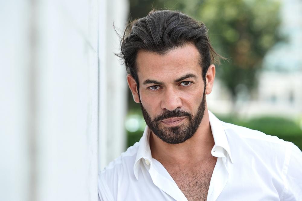 Gianni Sperti racconta tutta la verità sulla fine del suo matrimonio con Paola Barale e il ruolo di Maria De Filippi